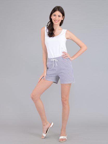 Короткие летние шорты для девушки