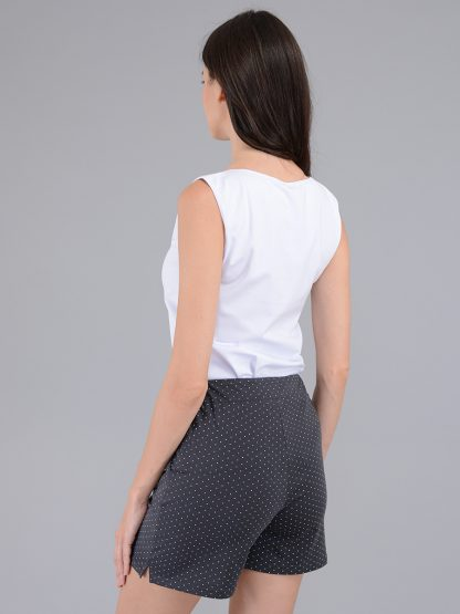 Женские шорты вид сзади